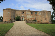 chateau-de-piquecos-82_a_small[1]